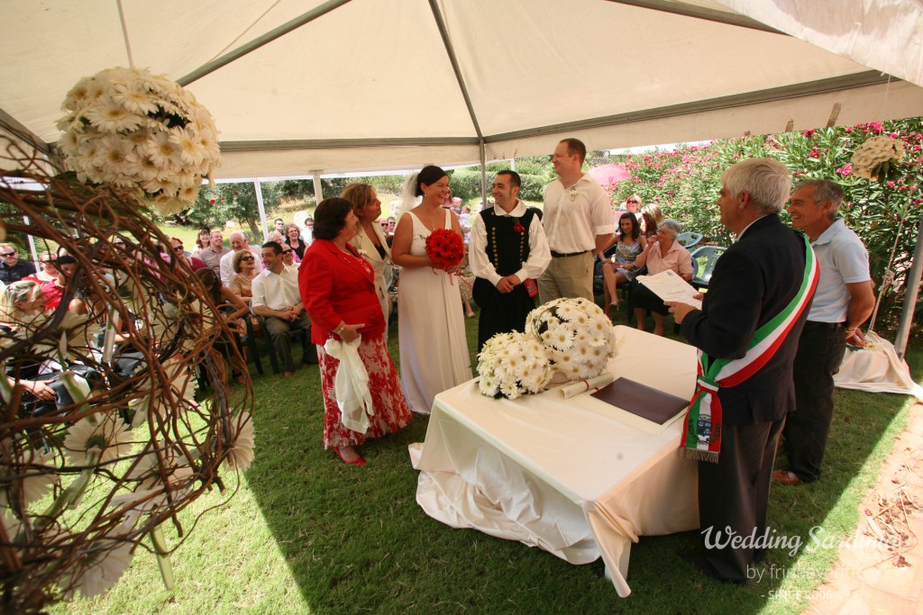 Civil ceremony outdoor in Sardinia
